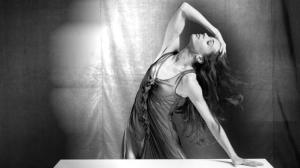 Ooh, Diana, I say! Diana Vishneva gets ready for On the Edge in her negligee.